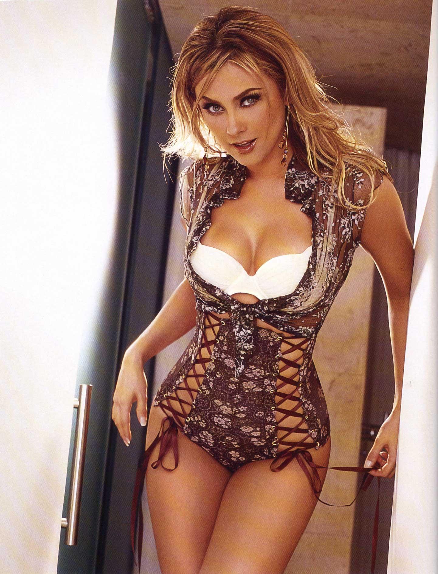 Ana Bekoa H Extremo araceli arambula: revista h no. 80 enero 2006   antologia de